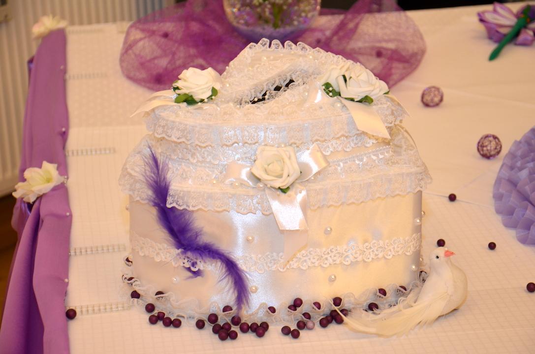 Hochzeitsdeko-Lila-Geschenktruhe