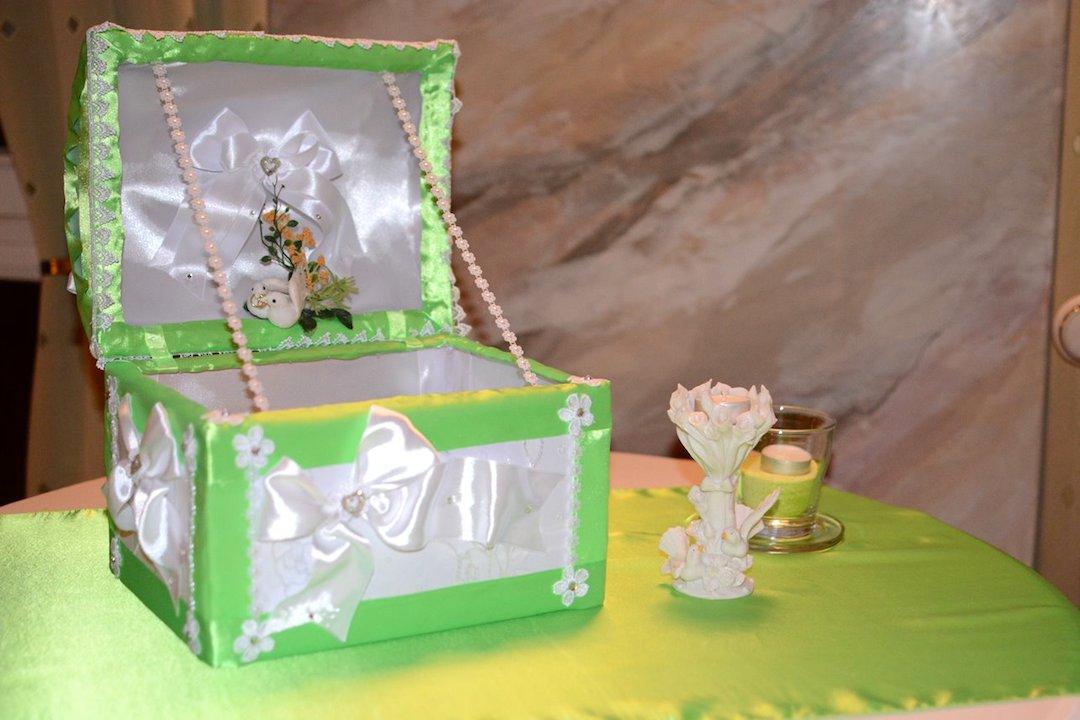 Grün-Geschenktruhe-Deko