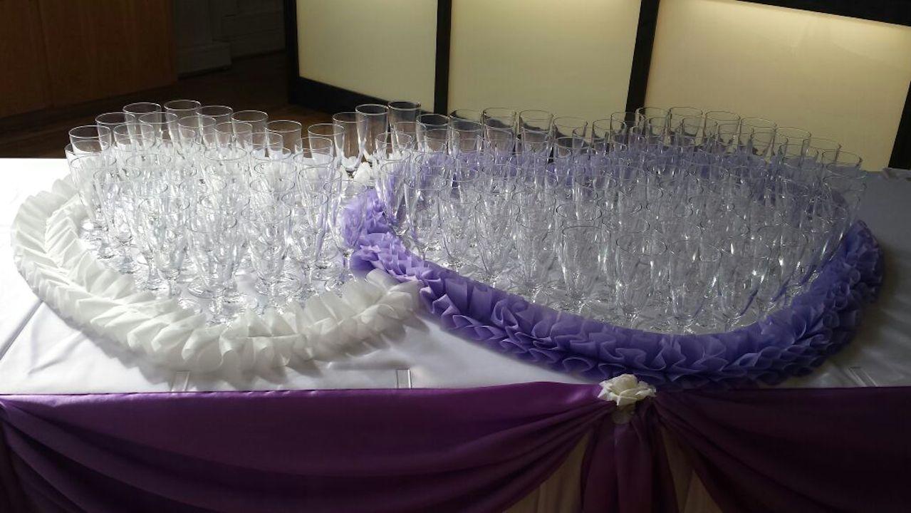 Hochzeitsdeko-Sekttisch