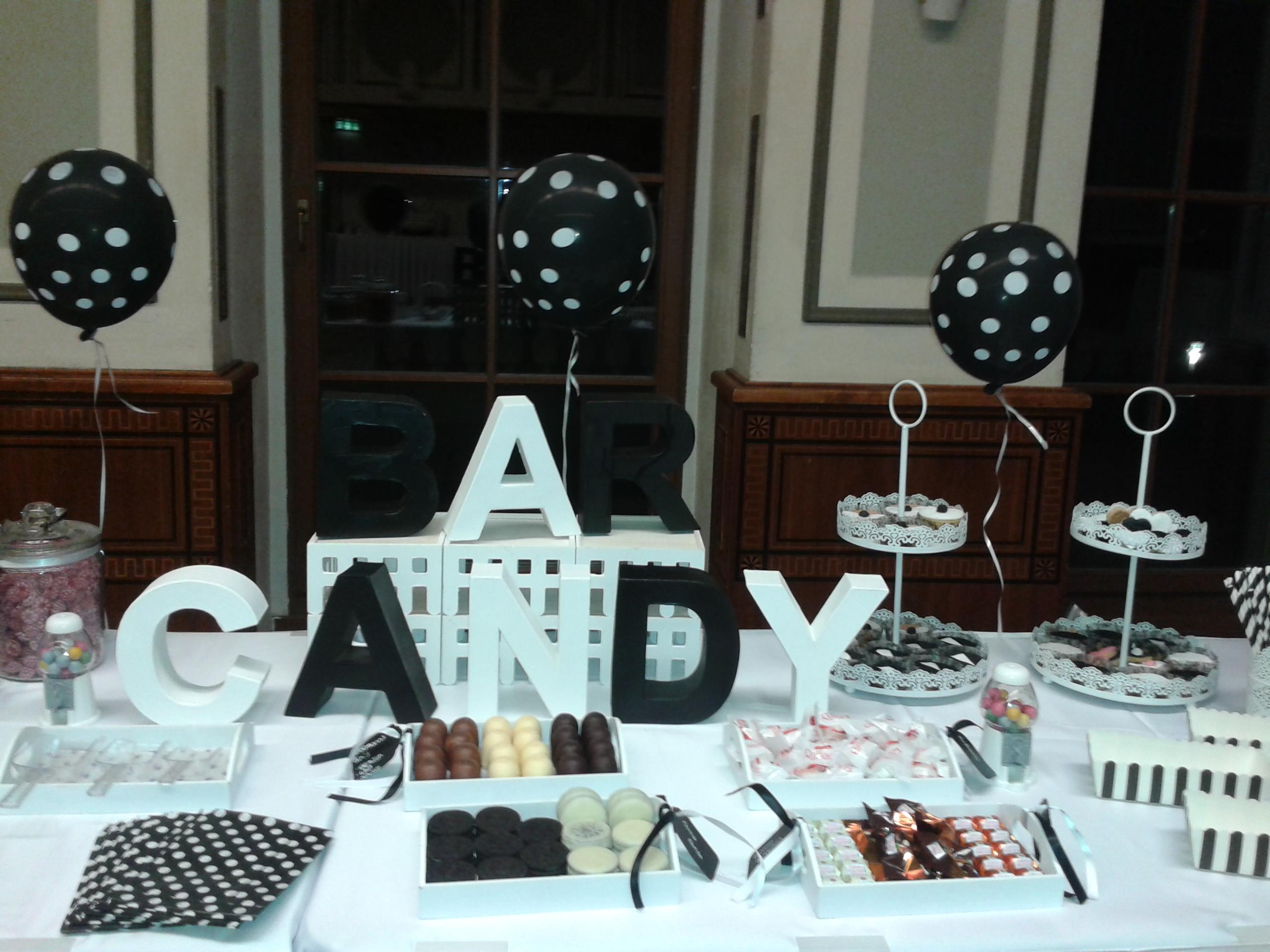 Candy Bar Hochzeit Deko in Schwarz- Weiß Farben