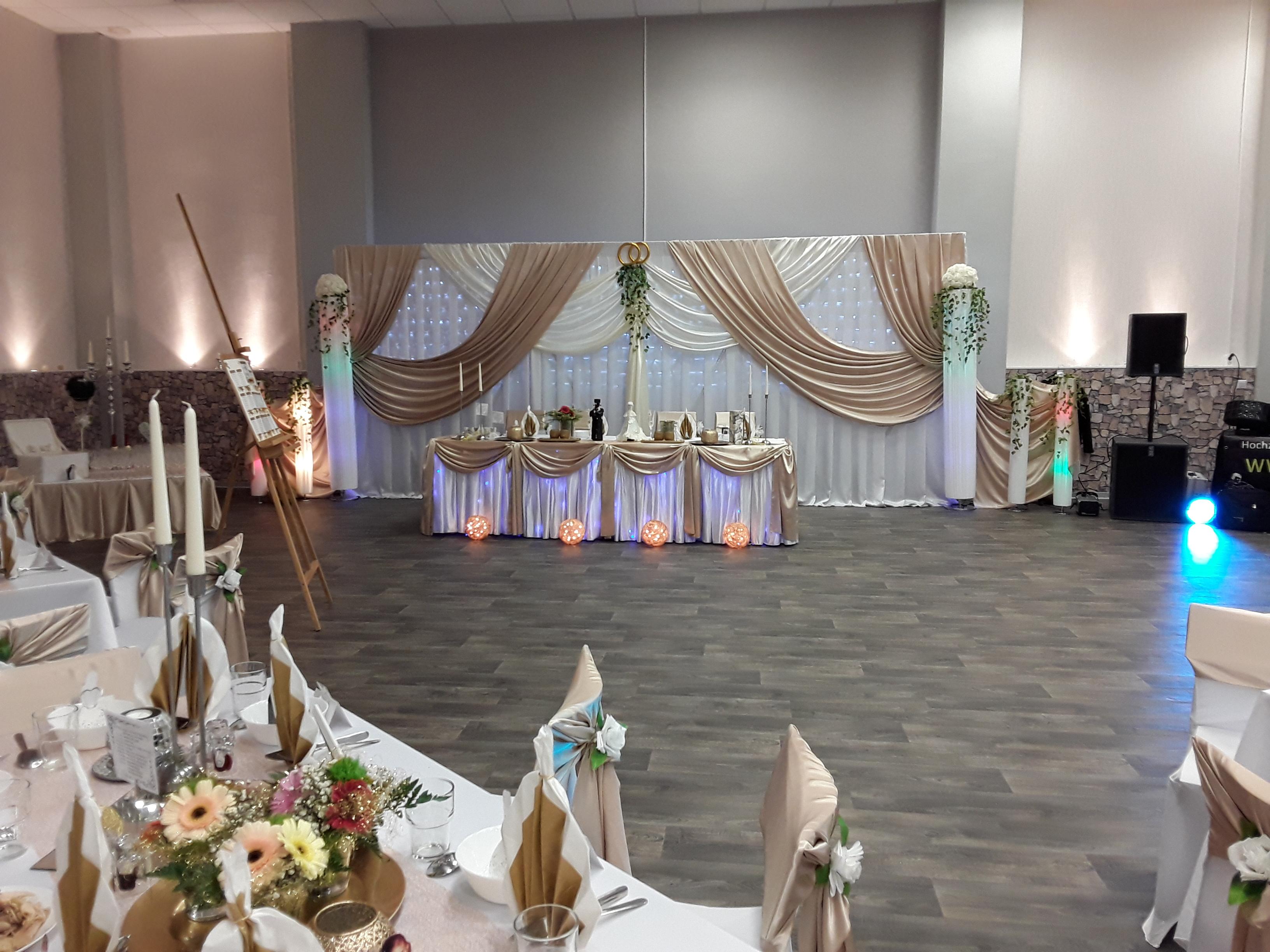 Hochzeitsdekoration in Gold Farbee