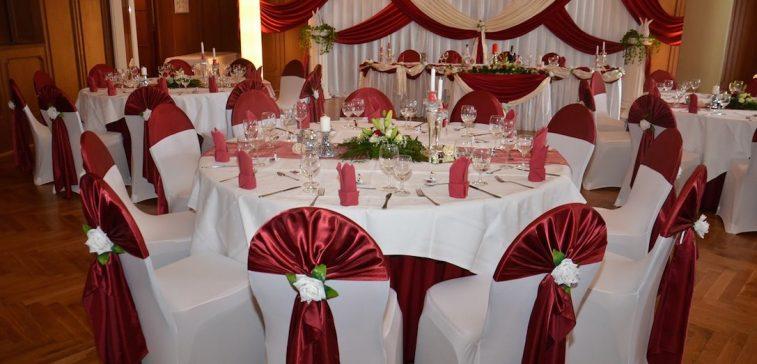 Bordeaux Hochzeitsdekoration